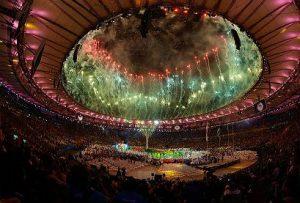 Cerimônia no Maracanã é embalada por ritmos brasileiros, enaltece riquezas nacionais e acaba em samba