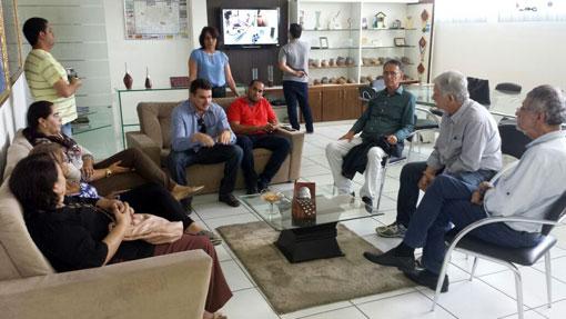 Prefeito de Brumado Eduardo Vasconcelos recebe o gestor  de Conquista,   prefeito Herzem Gusmãoe e sua equipe.